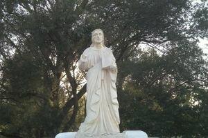 В Галиче вандалы оторвали руку статуе Христа