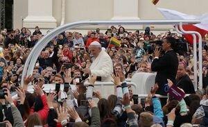 Папа Римский собрал более 100 000 человек на публичное богослужение в Литве