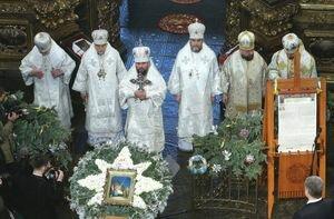 Нет всех подписей и две копии: почему доставленный в Киев Томос не имеет канонической силы