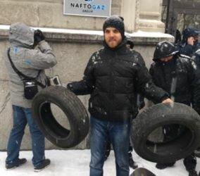 В Киеве неизвестный в упор выстрелил в грудь активисту и участнику Революции достоинства