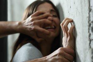 В Днепре мужчина взял в заложники проститутку, ранил таксиста и угрожал полицейским расстрелом