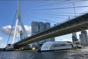 В день по 50 тонн: голландец придумал устройство для очистки водоемов от пластика (фото, видео)