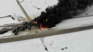 В Канаде сошел с рельс и взорвался поезд с нефтью: видео и детали ЧП