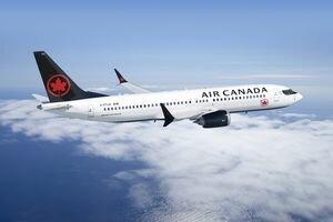 В Канаде самолет с 120 пассажирами приземлился без шасси: видео аварийной посадки