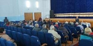 Работники Панютинского вагоноремонтного завода выгнали представителей партии Порошенко со встречи с избирателями