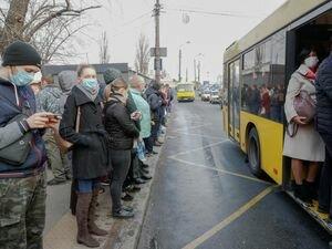 Кабмин разрешил общественному транспорту перевозить более 10 пассажиров во время карантина