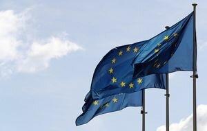 В Одессе копы ищут парней, которые надругались над флагом ЕС возле горсовета (видео)