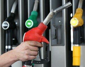 """Нефть в """"минусе"""". Когда снизятся цены на заправках, и что даст обвал рынка Украине"""