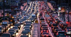 В Киеве у всех мостов через Днепр образовались масштабные пробки: карта