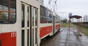 В Одессе сошедший с рельсов трамвай влетел в забор