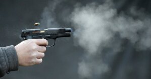 На Закарпатье двое парней зашли на завод и устроили стрельбу по работникам