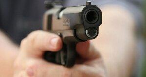 В Запорожье пьяный дебошир устроил стрельбу дома и попал в пожилую мать