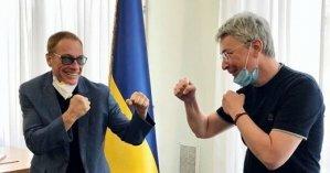 Ван Дамм снял отель в Киеве за 15 000 грн в сутки: с кем актер делит апартаменты и  как они выглядят