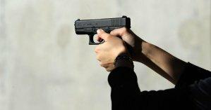 В Киеве иностранец пытался застрелить знакомого в подъезде дома