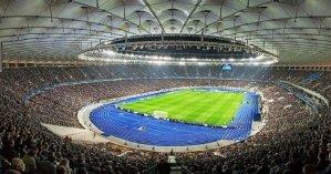 Наконец-то футбольные матчи могут пройти с фанами на трибунах