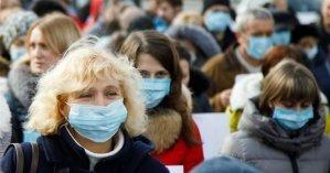 В Чехии запретили приходить в больницы и отменили массовые мероприятия