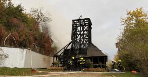 В Праге собрали более 1 млн крон на восстановление сгоревшей церкви, привезенной из Украины