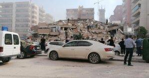 В Турции землетрясение разрушило десятки зданий и привело к мощному цунами (фото, видео)