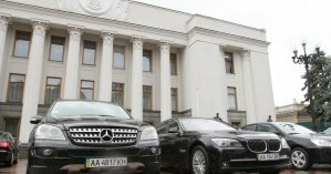 В Раде решили обновить автопарк и купили 14 элитных машин за 12,5 млн грн