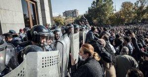 Перемирие в Карабахе: армяне критикуют