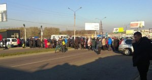 По Украине предприниматели перекрывали дороги из-за карантина выходного дня: видео и фото протестов