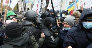 Потасовки под Радой: копы задержали активиста, который пытался устроить драку