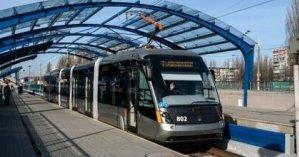 В Киеве мужчина умер в вагоне скоростного трамвая