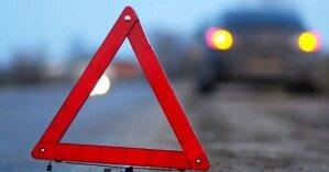 В Киеве водитель врезался в припаркованную легковушку и его машина загорелась